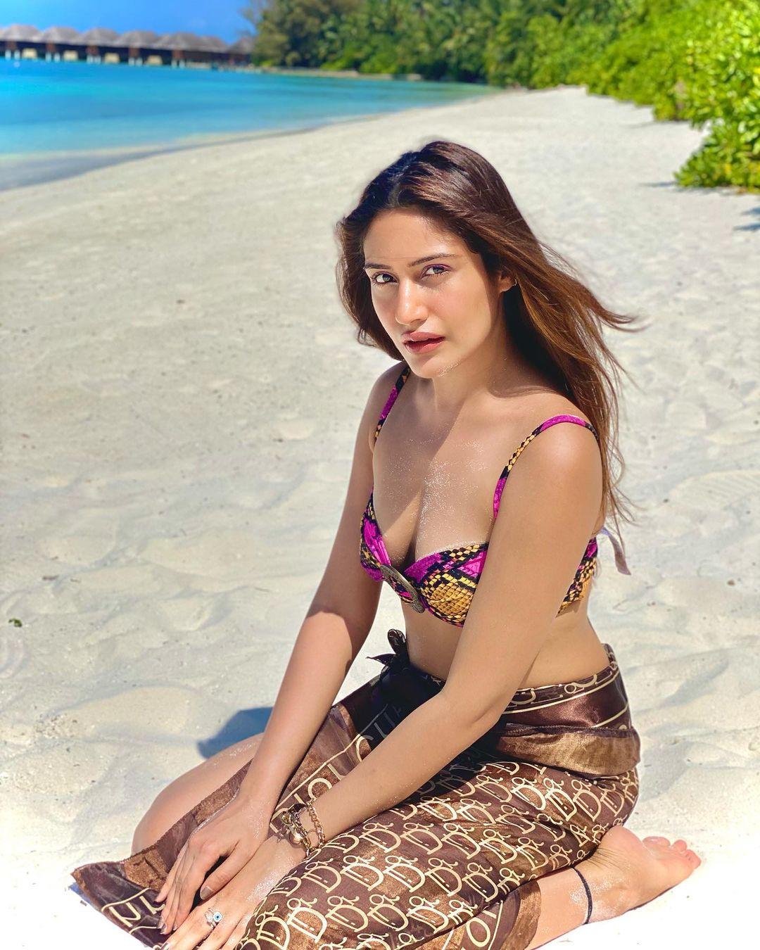 surbhi chandna,surbhi chandna hot photos,surbhi chandna viral photos,surbhi chandna photos,tv actress surbhi chandna