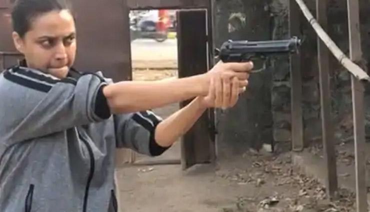 Flesh / Swara Bhaskar Shares Video of Her 'First Gun Training Session'
