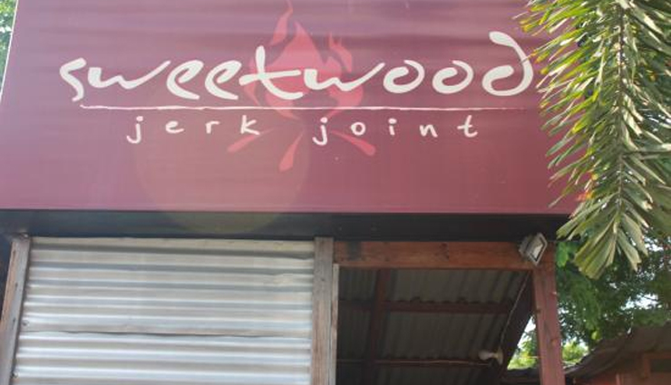 jerk chicken,jamaica,jamaica jerk chicken,places to enjoy jerk chicken,sweetwood jerk joint,ocho rios jerk center,boston jerk center,pepperwood jerk center,chateau 7 gourmet jerk center,travel,holidays,travel guide,travel tips