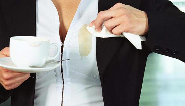 दाग-धब्बों ने कर दिए कई कपड़े ख़राब, इन आसान तरीकों की मदद से करें इनका सफाया