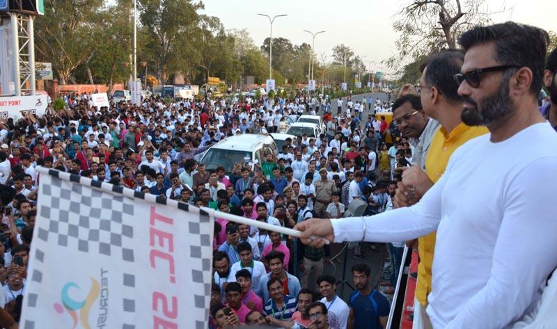 जयपुर : 'टेक-रश' रन में जोश और उत्साह के साथ जमकर दौड़े युवा, देखे तस्वीरे