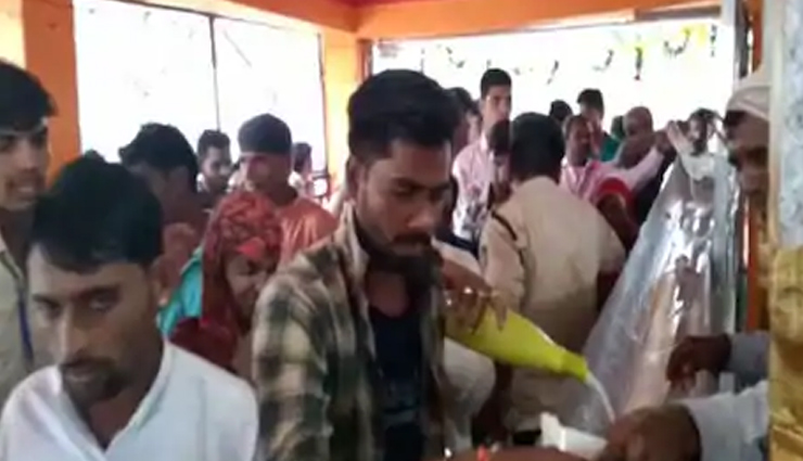 madhya pradesh,diwali,diwali 2020,milk pond,weird news ,मध्य प्रदेश