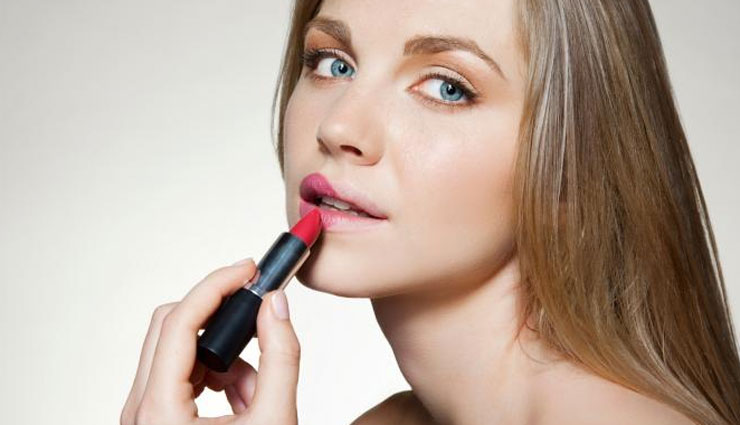 lip color for thin lips woman,beauty tips,lip colors,trending lip colors,makeup tips