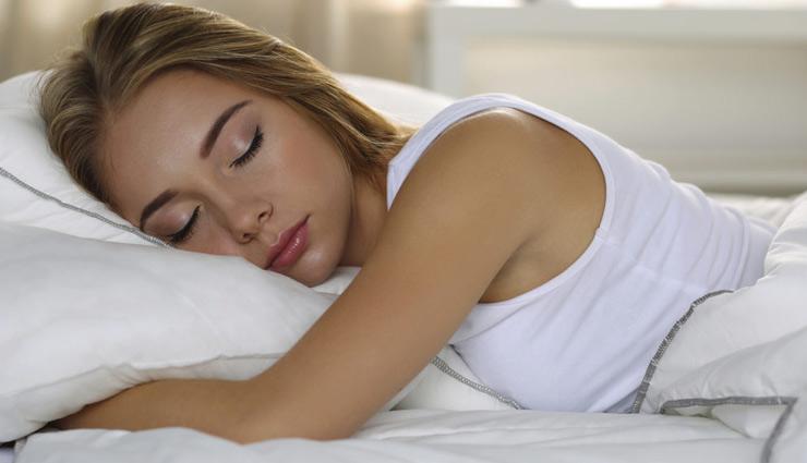 सोते समय इन चीजों को रखें अपने सिरहाने, होगा सभी कष्टों का निवारण