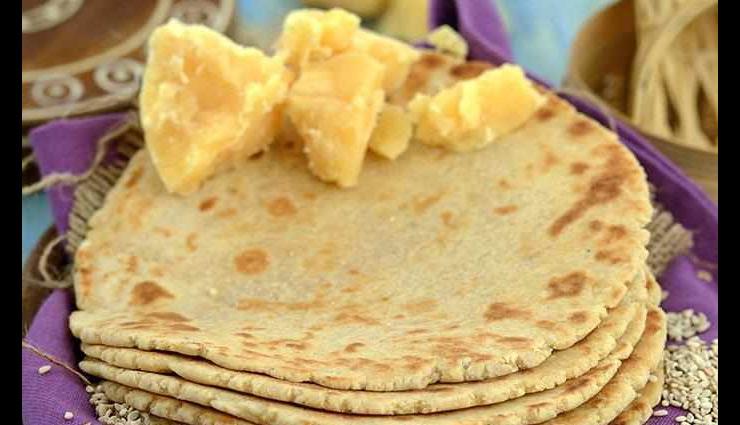 मकर सक्रांति 2019 : हेल्दी और टेस्टी 'तिल गुड़ की रोटी', देगी आपको मजेदार स्वाद #Recipe
