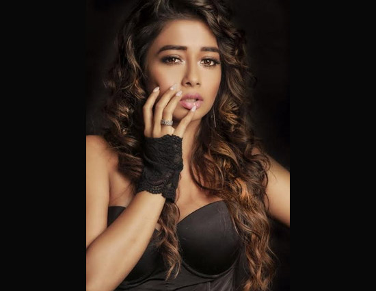 PICS -TV Actress Tina Dutta Rules Social Media With Hot Photo Shoot