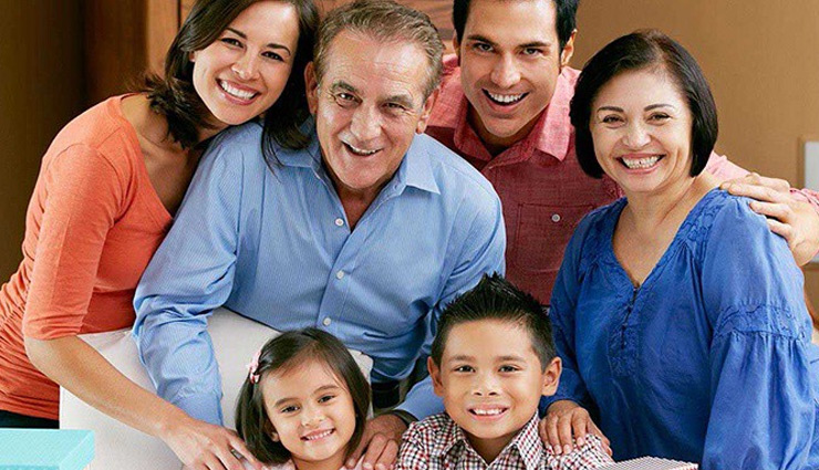 परिवार को एकजुट बनाए रखना बहुत बड़ी जिम्मेदारी, इन टिप्स से मिलेगी आपको मदद
