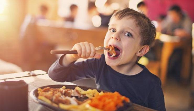 बच्चों की खाने को लेकर आनाकानी रोक सकती है उनका विकास, इस तरह दूर करें यह परेशानी