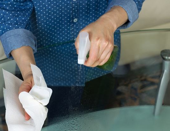 3 Easy Ways To Clean Glass At Home