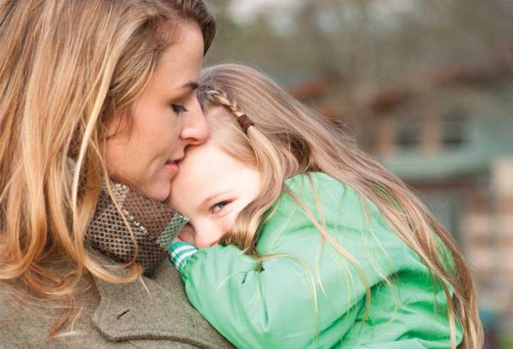 tips to help shy kids,shy kids,parenting tips,issue with kids ,बच्चों की परेशानी, पेरेंटिंग टिप्स, बच्चों का शर्माना, बच्चों की झिझक, झिझक से छुटकारा