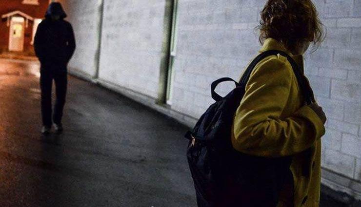 tips to get rid of stalkers ,लड़कों से छुटकारा, रिलेशनशिप टिप्स