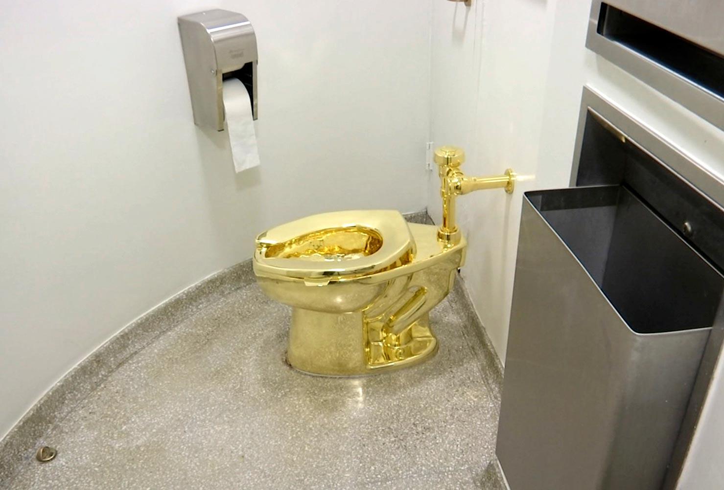 guggenheim museum new york toilet,weird story ,अजब गजब खबरे,टॉयलेट, न्यूयॉर्क