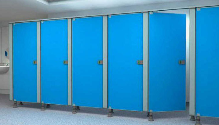 mall toilets,toilets,weird story,door open,bottom door open why ,माल टॉयलेट्स, टॉयलेट्स, नीचे का दरवाजा खुला, टॉयलेट्स के दरवाजे का राज