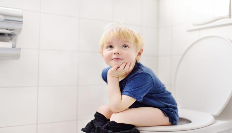 बच्चों को टॉयलेट ट्रेनिंग देना बहुत जरूरी, सिखाते समय रखें इन बातों का ध्यान