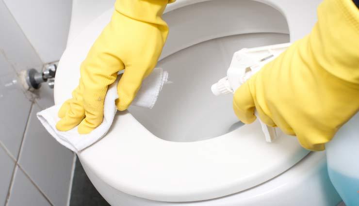 tips to clean toilet,cleaning toilet tips,toilet cleaning,household tips,home decor tips ,हाउसहोल्ड टिप्स, होम डेकोर टिप्स