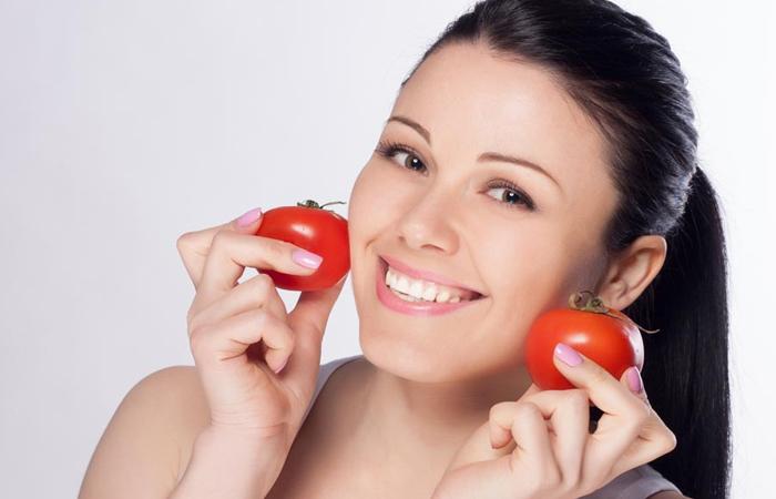 सेहत के साथ-साथ आपकी स्किन का भी ख्याल रखता है टमाटर, खूबसूरती बढ़ाने के लिए इस तरह करे इसका इस्तेमाल