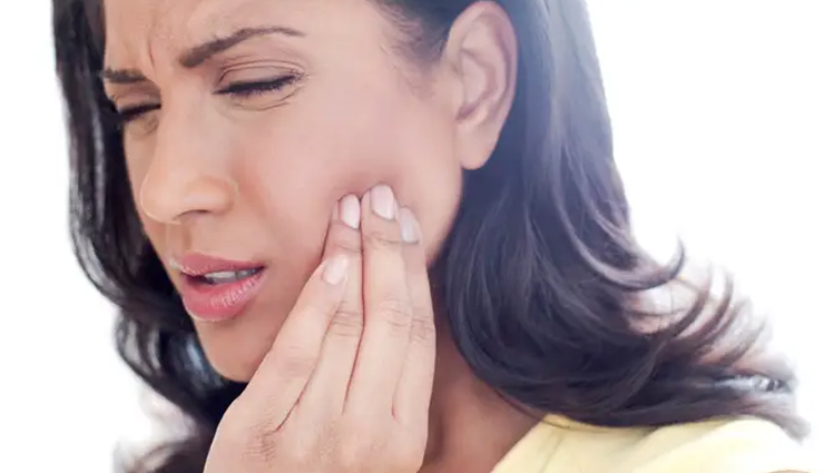 9 Natural Remedies To Treat Toothache at Home