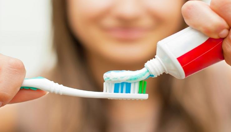 टूथपेस्ट के ये इस्तेमाल जान रह जाएंगे हैरान, बनाएगा आपके कई काम