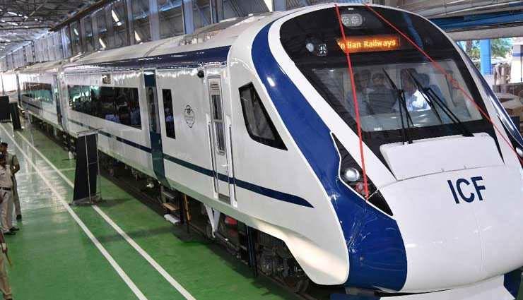 रेलवे अधिकारियों ने दी जानकारी, देश की सबसे तेज ट्रेन 'वंदे भारत एक्सप्रेस' में खाना लेना होगा अनिवार्य, करने पड़ेंगे पैसे खर्च