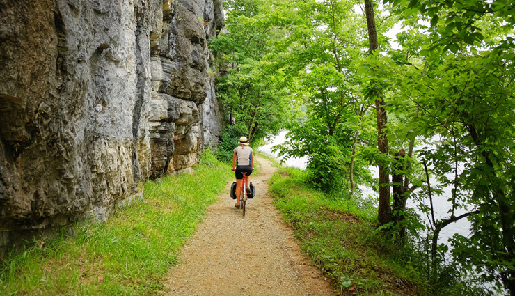 hiking trails in the world,difficult hiking trails in world,hiking,trans canada trail,mount huashan,everest base camp,inca trail,camino de santiago,travel,holidays,travel guide
