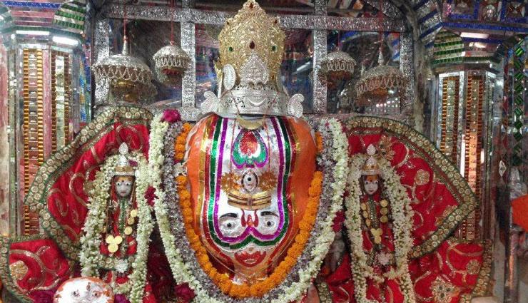 Ganesh Chaturthi 2018 : इस मंदिर में अपने पूरे परिवार के साथ रहते हैं श्रीगणेश, माना जाता है विश्व का पहला गणेश मंदिर