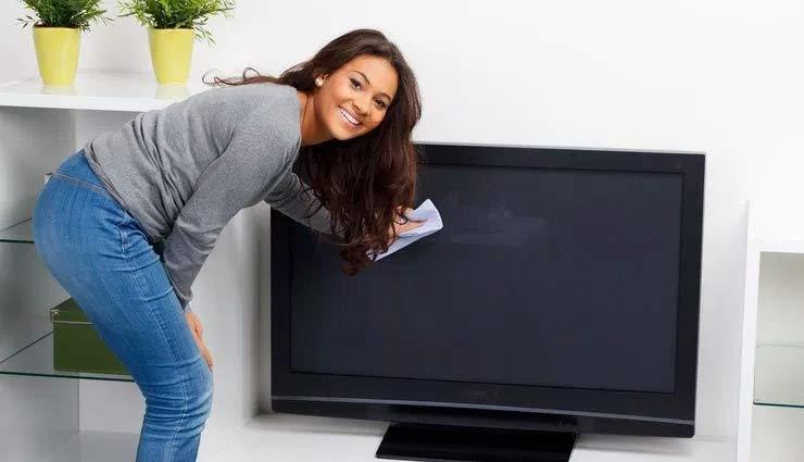 tips to clean tv screen,cleaning tips of  tv screen,mistakes while cleaning tv screen,household tips,home decor tips ,हाउसहोल्ड टिप्स, होम डेकोर टिप्स, टीवी स्क्रीन साफ करने के तरीके