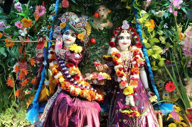 janmashtami 2019,unique temple of lord krishna,indore,madhya pradesh,granth is worshiped