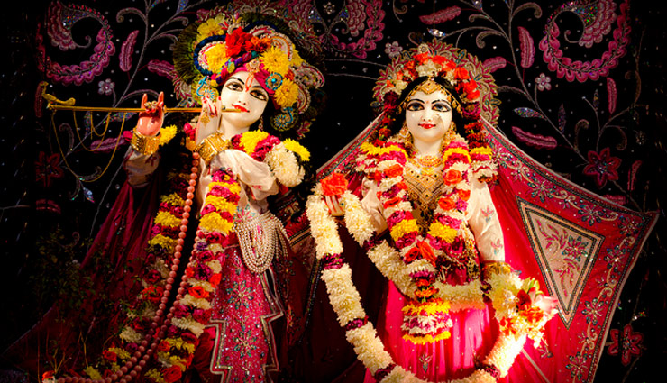 Janmashtami 2019- Unique Temple of Lord Krishna Where Only Granth and Peacock Crown is Worshiped