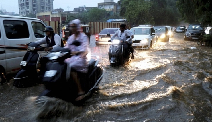 Heavy rainfall batters Vadodara, operations are halted at airport, trains diverted