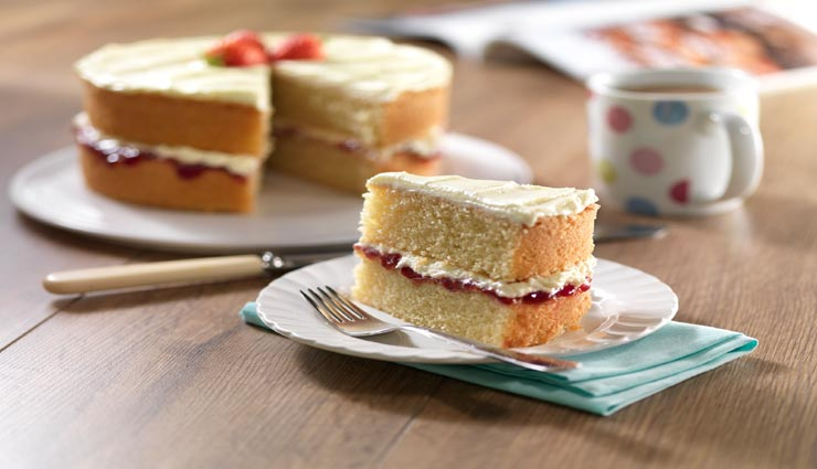 Diwali 2019: वनीला स्पंज केक से करें मेहमानों की आवभगत, घर पर ही बनाए इस तरह #Recipe