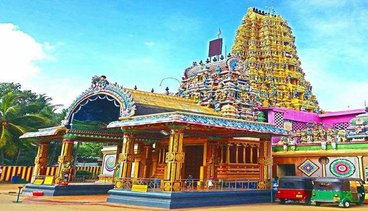 weird temple,wried ritual,ritual to take chilli bath,chilli bath for health,varna mutthu mariyamman temple,tamil nadu ,अनोखा मंदिर, अनोखे रिवाज, मिर्ची से अभिषेक, स्वास्थ्य के लिए मिर्ची से अभिषेक, वर्ना मुथु मरियम्मन मंदिर, तमिलनाडु