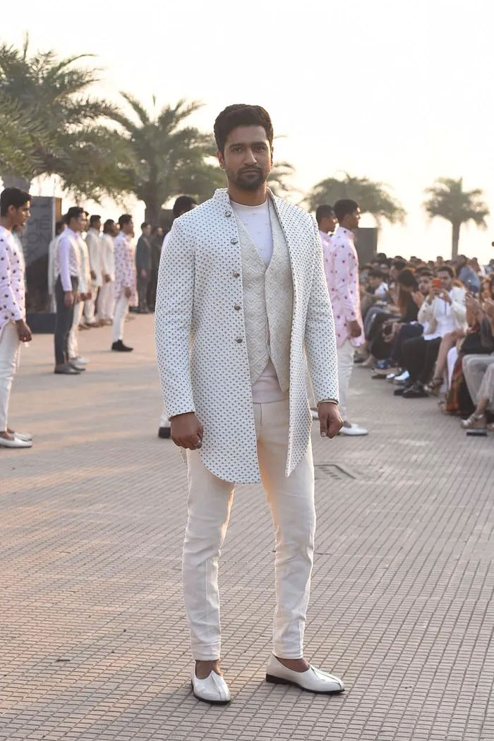 vicky kaushal walks for kunal rawal,vicky kaushal,kunal rawal,mumbai bandra-worli sea link,lakme fashion week 2020