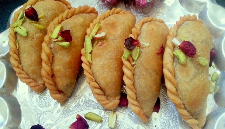 walnut gujiya recipe,recipe,recipe in hindi,special recipe