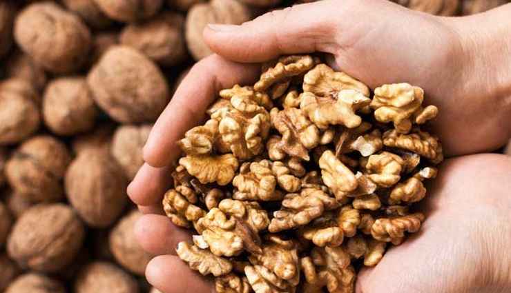 8 Harmful Effects of Eating Too Many Walnuts