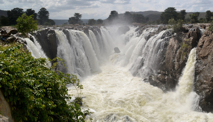 waterfalls near bangalore,bangalore,waterfalls,muthyala maduvu,mekedatu and sangama,chunchi falls,shivanasamudra falls,balmuri falls