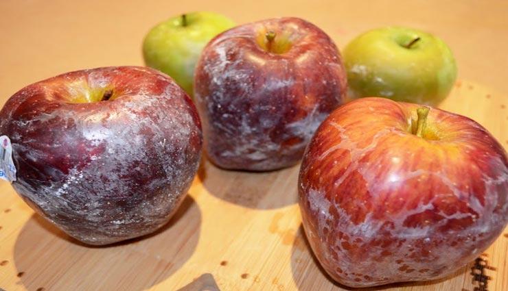 सेब पर लगी वैक्स बन सकती है इंफेक्शन का कारण, इन 3 तरीकों से उतारे इसे