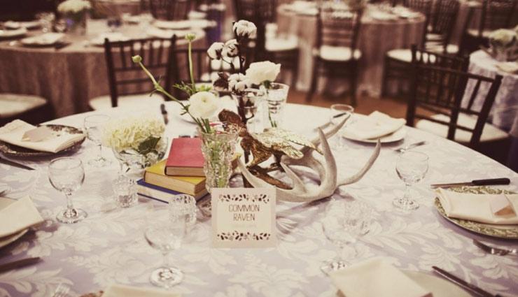 अपने दोस्त की शादी में इस तरह सजाए डिनर टेबल और दे एक बेहतरीन तोहफा