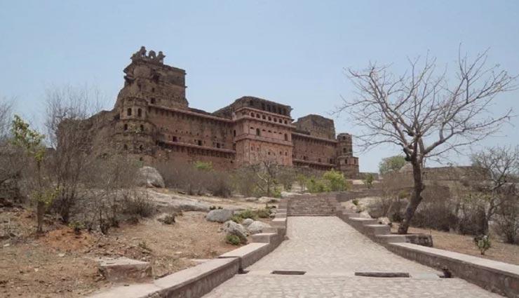 weird news,weird incident,weird fort,mysterious fort,gharkundhar fort,hidden treasure ,अनोखी खबर, अनोखा मामला, छिपा खजाना, रहस्यमयी किला, गढ़कुंडार किला, उत्तर प्रदेश