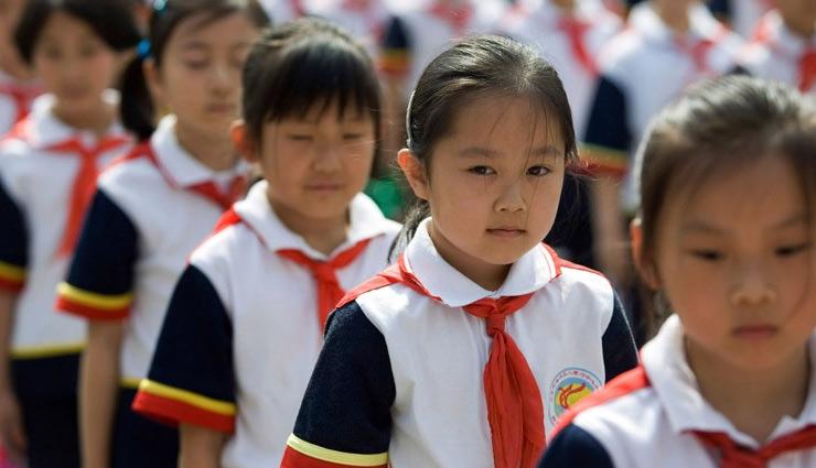 स्कूली बच्चों के लिए बनाई गई एक अनोखी यूनिफार्म, जान सकेंगे उनकी सभी हरकतों के बारे में