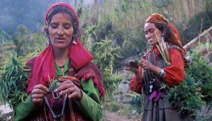 भारत में आज भी प्रचलित है कई कुरीतियाँ, इस जगह पर महिलाओं को रहना पड़ता हैं निर्वस्त्र