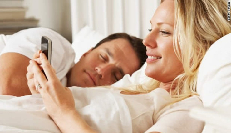 7 Signs That Tell Your Wife is Cheating on You