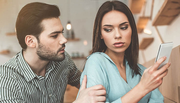 wife is cheating on you,wife cheating,husband wife relationship,signs wife cheating,relationship,relationship tips
