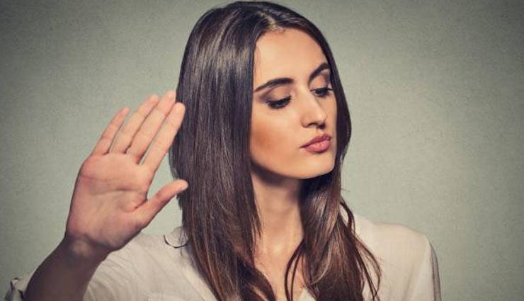 do not depend on partner,be independent,tips to become independent,dependency on partner,relationship tips,mates and me ,हर बात के लिए अपने पार्टनर पर निर्भर ना रहें, पार्टनर पर निर्भर होना, रिलेशनशिप टिप्स