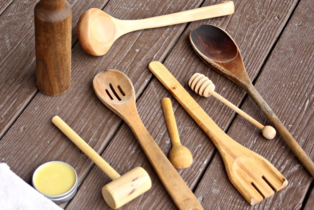 wooden utensils,utensils cleaning tips ,लकड़ी के बर्तन, लकड़ी के बर्तनों की बदबू, बर्तनों की बदबू दूर करने के उपाय, सफाई के टिप्स, बर्तनों की सफाई