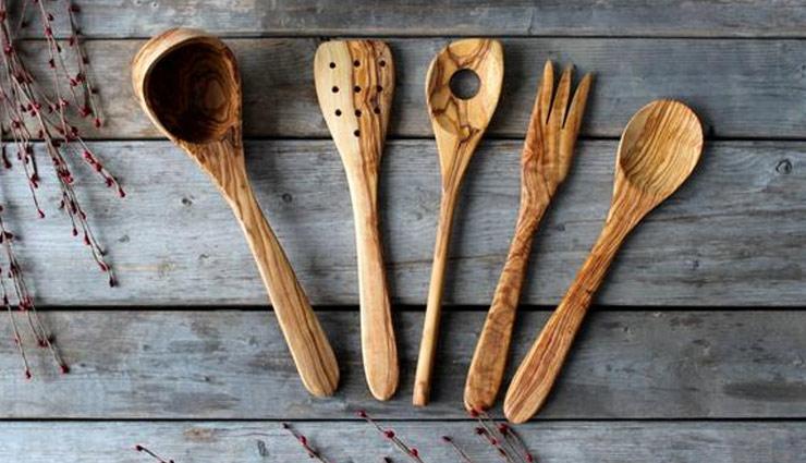 इस तरह करें लकड़ी के बर्तनों की सफाई, आसानी से दूर होगी बदबू