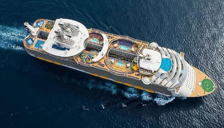 weird news,weird cruise,world largest cruise ship,symphony of the seas ,अनोखी खबर, अनोखा जहाज, विश्व का सबसे बड़ा समुद्री जहाज, सिंफनी ऑफ द सीज जहाज