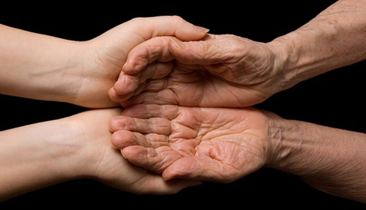 5 Home Remedies To Treat Wrinkled Hands