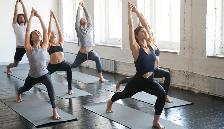 कहीं आप तो नहीं करते योगा के दौरान ये गलतियां, फायदे की जगह होगा नुकसान