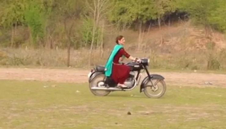 खुले मैदान में जब जरीन खान ने यूं दौड़ाई बुलेट, वीडियो सोशल मीडिया पर हुआ वायरल