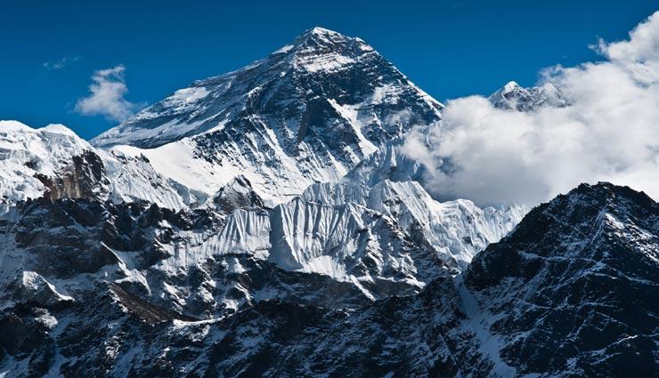 अंतर्राष्ट्रीय एवरेस्ट दिवस : हर साल लगभग 1 इंच बढ़ जाती है पर्वत की ऊंचाई, जानें अन्य रोचक तथ्य